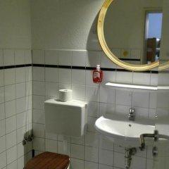 Отель Alm Hostel Германия, Гамбург - отзывы, цены и фото номеров - забронировать отель Alm Hostel онлайн ванная