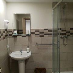 Отель Hostal Liwi Испания, Барселона - отзывы, цены и фото номеров - забронировать отель Hostal Liwi онлайн ванная