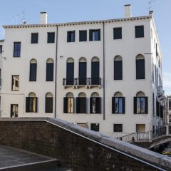 Отель Morosini Degli Spezieri Италия, Венеция - отзывы, цены и фото номеров - забронировать отель Morosini Degli Spezieri онлайн балкон