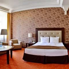 Гостиница Петро Палас комната для гостей