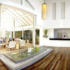 Отель Ramada by Wyndham Phuket Southsea интерьер отеля