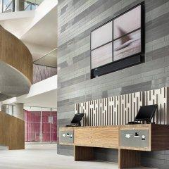 Отель Aloft London Excel Великобритания, Лондон - отзывы, цены и фото номеров - забронировать отель Aloft London Excel онлайн интерьер отеля фото 2