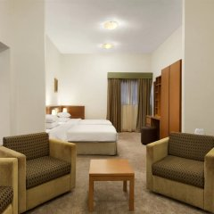 Ramada Hotel And Suites Ajman Аджман комната для гостей фото 2