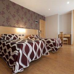 Отель Hostal Jemasaca-Palma61 Испания, Мадрид - отзывы, цены и фото номеров - забронировать отель Hostal Jemasaca-Palma61 онлайн спортивное сооружение