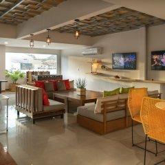 Отель Mayan Monkey Los Cabos - Hostel - Adults Only Мексика, Золотая зона Марина - отзывы, цены и фото номеров - забронировать отель Mayan Monkey Los Cabos - Hostel - Adults Only онлайн гостиничный бар