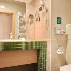 Отель Holiday Inn Belgrade Сербия, Белград - отзывы, цены и фото номеров - забронировать отель Holiday Inn Belgrade онлайн ванная