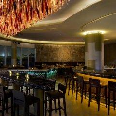 Отель Hilton Capital Grand Abu Dhabi гостиничный бар