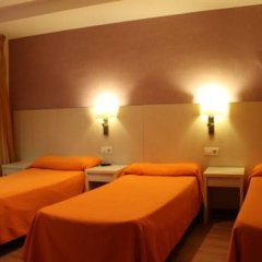 Отель Hostal Fina Испания, Барселона - отзывы, цены и фото номеров - забронировать отель Hostal Fina онлайн комната для гостей фото 3