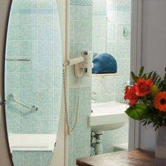 Отель Hôtel Eden Montmartre ванная