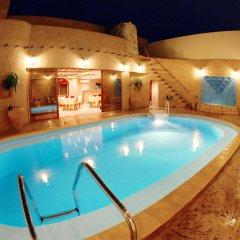 Отель Al Liwan Suites бассейн