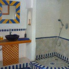 Отель Riad Jenaï Demeures du Maroc Марокко, Марракеш - отзывы, цены и фото номеров - забронировать отель Riad Jenaï Demeures du Maroc онлайн ванная