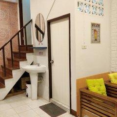 Отель R-One 24/7 Hostel Таиланд, Бангкок - отзывы, цены и фото номеров - забронировать отель R-One 24/7 Hostel онлайн ванная фото 2