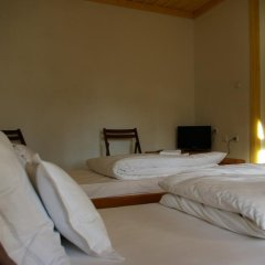 Отель Mutafova Guest House Шумен сейф в номере