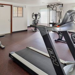 Отель Best Western Plus Raffles Inn & Suites фитнесс-зал фото 4