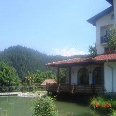 Отель Family Hotel Smolena Болгария, Чепеларе - отзывы, цены и фото номеров - забронировать отель Family Hotel Smolena онлайн приотельная территория фото 2