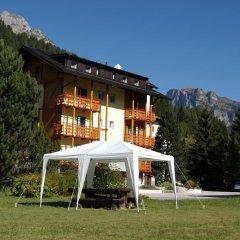 Отель Residence La Roggia Долина Валь-ди-Фасса вид на фасад