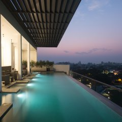 Отель ME Colombo бассейн