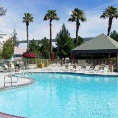 Отель Residence Inn by Marriott Las Vegas Convention Center США, Лас-Вегас - 1 отзыв об отеле, цены и фото номеров - забронировать отель Residence Inn by Marriott Las Vegas Convention Center онлайн бассейн фото 2