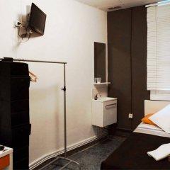 Отель La Isla Hostal Испания, Барселона - 1 отзыв об отеле, цены и фото номеров - забронировать отель La Isla Hostal онлайн комната для гостей фото 2