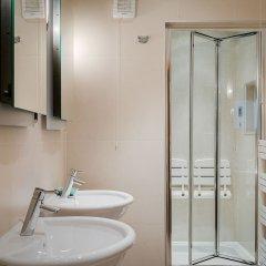 Отель Luxury 5-bedroom Villa With Parking and AC Великобритания, Лондон - отзывы, цены и фото номеров - забронировать отель Luxury 5-bedroom Villa With Parking and AC онлайн ванная фото 2