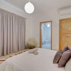 Отель Luxury Apt With Side Seaviews and Pool, Best Location Мальта, Слима - отзывы, цены и фото номеров - забронировать отель Luxury Apt With Side Seaviews and Pool, Best Location онлайн комната для гостей