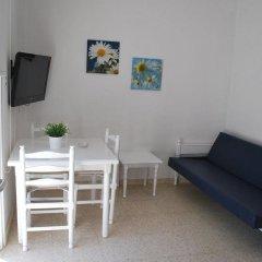 Апартаменты Flisvos Beach Apartments комната для гостей фото 4