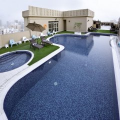 Corp Executive Hotel Doha Suites бассейн