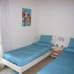 Отель Montecolo Resort Манерба-дель-Гарда комната для гостей фото 2