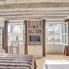 Отель Luxury Apartment Paris Louvre Франция, Париж - отзывы, цены и фото номеров - забронировать отель Luxury Apartment Paris Louvre онлайн комната для гостей фото 2