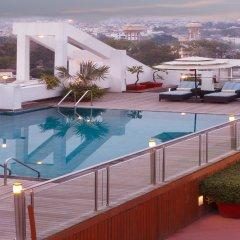 Отель Lemon Tree Premier Jaipur бассейн
