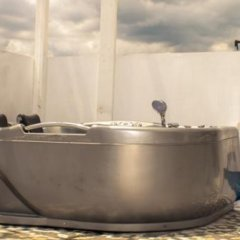 Отель Norman's Court Resort & Sky Restaurant Club Ямайка, Монтего-Бей - отзывы, цены и фото номеров - забронировать отель Norman's Court Resort & Sky Restaurant Club онлайн ванная