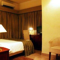 Отель Three Arms комната для гостей