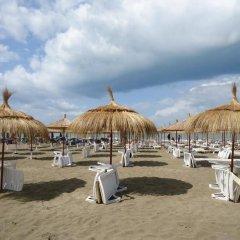 Отель Sandy Beach Resort Албания, Голем - отзывы, цены и фото номеров - забронировать отель Sandy Beach Resort онлайн пляж