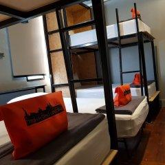 Отель Bangkok Bed And Bike Бангкок комната для гостей