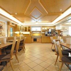 Hotel Restaurant Traube Стельвио гостиничный бар