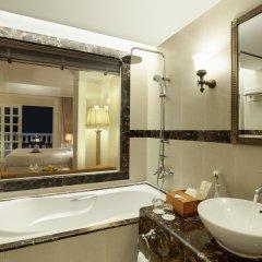 Отель Sunrise Nha Trang Beach Hotel & Spa Вьетнам, Нячанг - 5 отзывов об отеле, цены и фото номеров - забронировать отель Sunrise Nha Trang Beach Hotel & Spa онлайн ванная