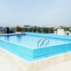Отель Holiday Inn Kolkata Airport бассейн