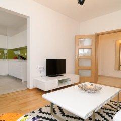 Отель FM Luxury 2-BDR Apartment - Rise and Shine Болгария, София - отзывы, цены и фото номеров - забронировать отель FM Luxury 2-BDR Apartment - Rise and Shine онлайн комната для гостей фото 4