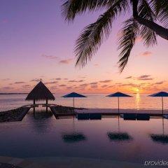 Отель Four Seasons Resort Maldives at Kuda Huraa бассейн фото 2