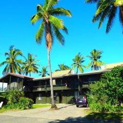 Отель Travellers Beach Resort парковка