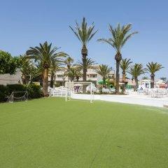 Отель SunConnect Los Delfines Hotel Испания, Кала-эн-Форкат - отзывы, цены и фото номеров - забронировать отель SunConnect Los Delfines Hotel онлайн спортивное сооружение