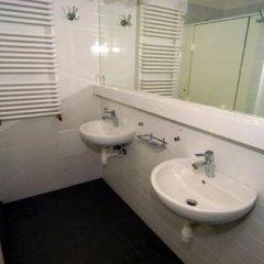 Отель Hostel Chmielna 5 Rooms & Apartments Польша, Варшава - отзывы, цены и фото номеров - забронировать отель Hostel Chmielna 5 Rooms & Apartments онлайн ванная фото 2