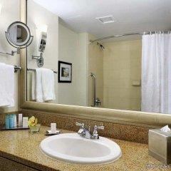 Отель Hilton Vancouver Metrotown Канада, Бурнаби - отзывы, цены и фото номеров - забронировать отель Hilton Vancouver Metrotown онлайн ванная