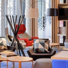 Отель Holiday Inn Express Berlin - Alexanderplatz Германия, Берлин - 3 отзыва об отеле, цены и фото номеров - забронировать отель Holiday Inn Express Berlin - Alexanderplatz онлайн интерьер отеля фото 2