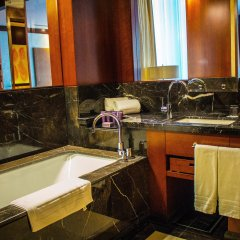 Отель The Ritz-Carlton, Almaty Алматы ванная