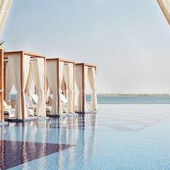 Royal M Hotel & Resort Abu Dhabi бассейн