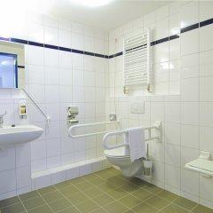 Отель A&O Berlin Friedrichshain ванная фото 2