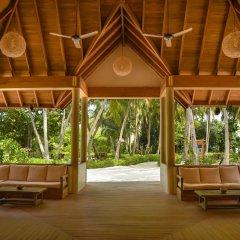 Отель Reethi Faru Resort фото 5