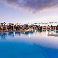 Отель Sands Beach Resort бассейн фото 3