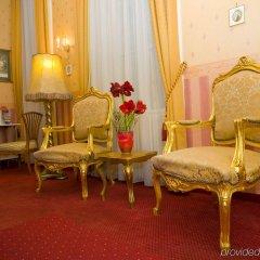 Отель Opera Suites комната для гостей